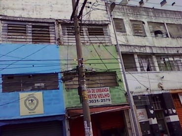 大学卒業前後過ごした安アパート(緑色の壁の部分、3階。サンパウロ市ピニェイロス地区)